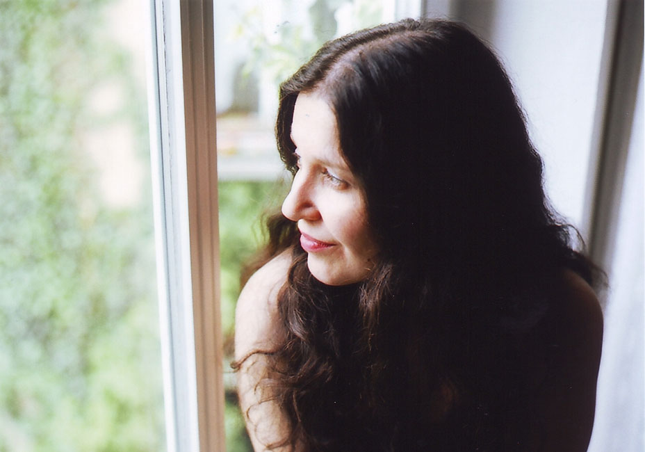 Rosa Morena Russa с дебютным альбомом на русском языке